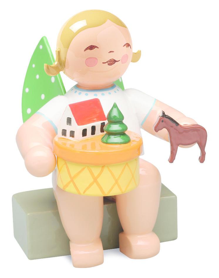 Engel met speelgoeddoos (blond) - zittend