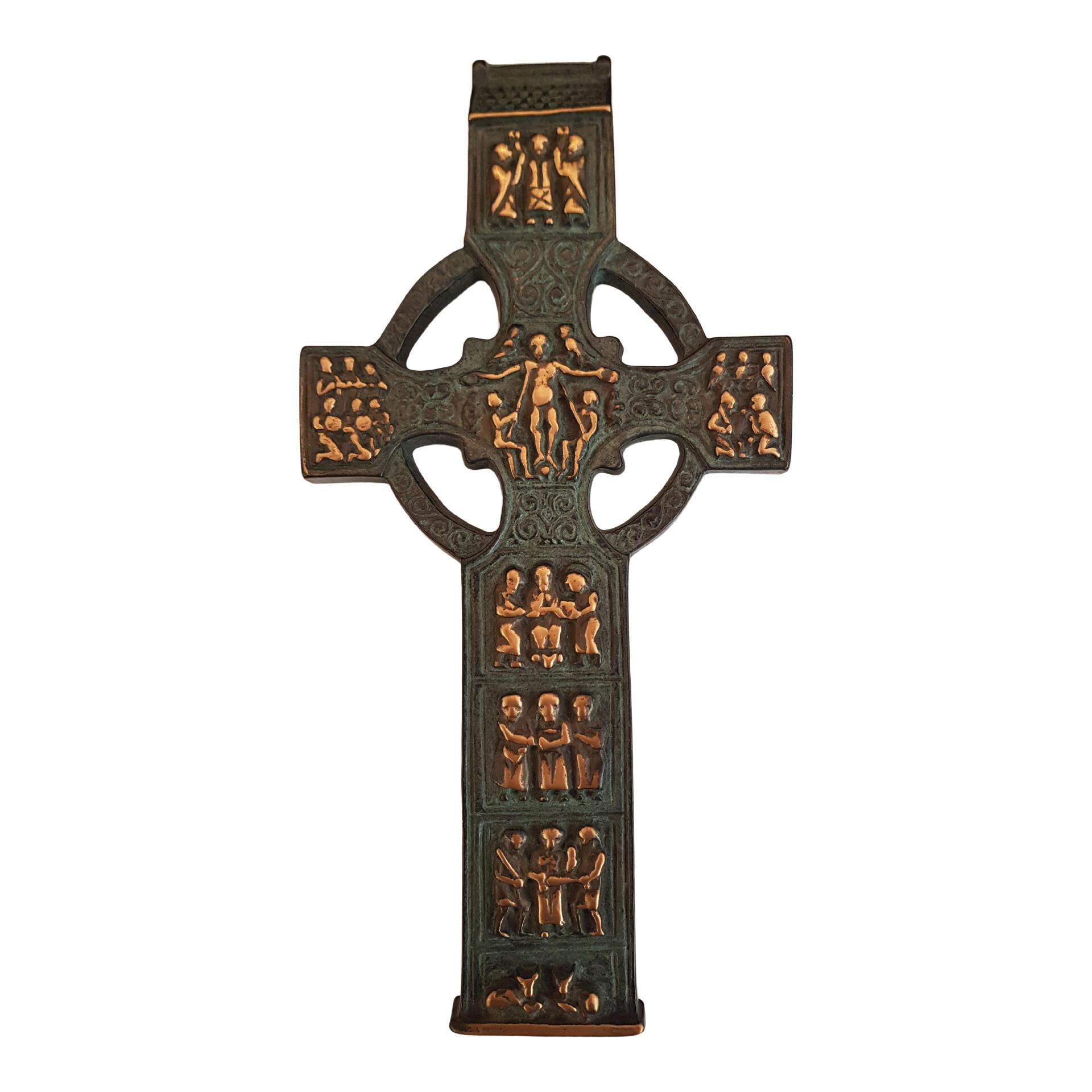 Bronzen kruis - 28